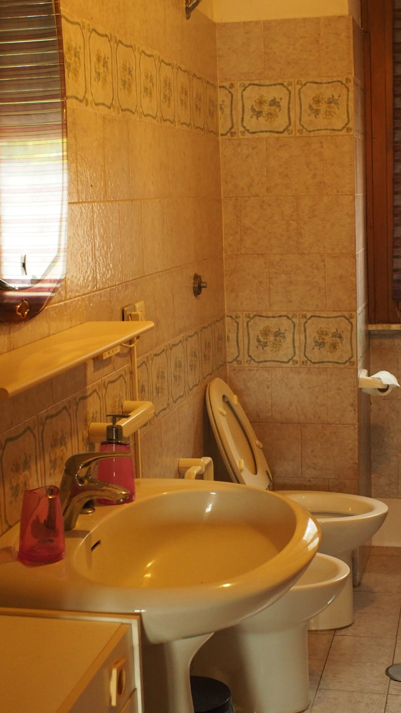 Bagno camera orange B&B Regina Pacis